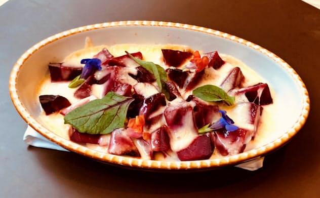 センチュリーロイヤルホテルの「レッドビートのグリル 十勝ラクレットチーズ焼き」(札幌市)