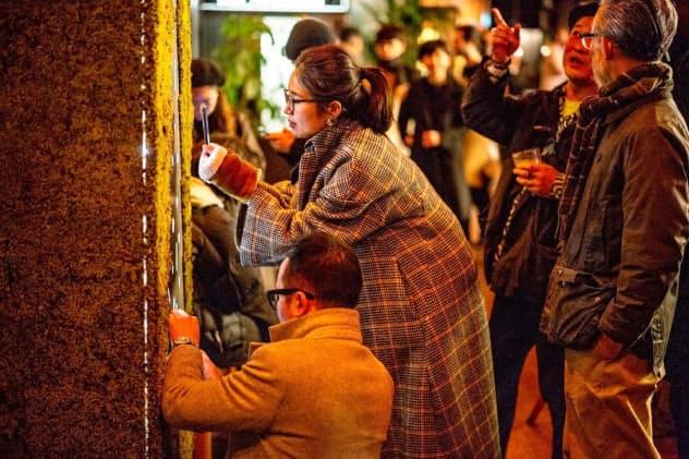 苔は欧州でインテリアとして人気だ(グリーンズグリーンが18年に英国で開催した個展)