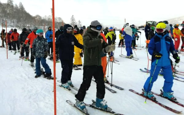 中山峠スキー場(喜茂別町)は17日から今シーズンの営業を始めた