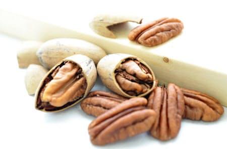 ピーカンナッツの実は渋みがなく、菓子や料理のトッピングに使われることが多い
