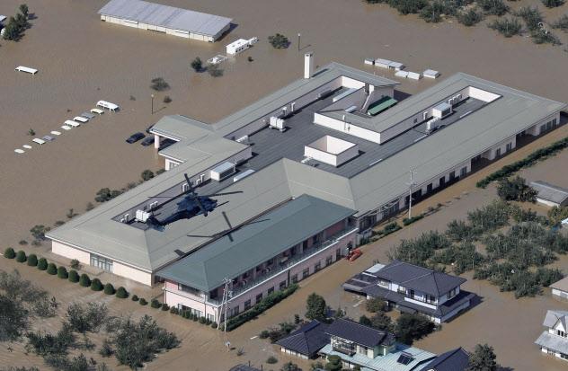 千曲川の氾濫で浸水した特別養護老人ホーム「りんごの郷」(10月、長野市)=共同