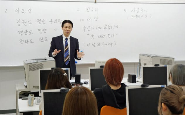 韓国語コースのある専門学校は志願者が増えている(10月25日、大阪府豊中市の駿台観光&外語ビジネス専門学校)