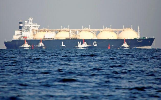 石炭や石油と並んで、天然ガスを「座礁資産」と扱う流れが始まった(2017年11月、日本近海)=ロイター