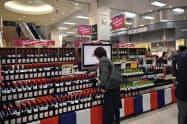 リヨンコンクールで最高金賞を受賞したワインなど最大18品を発売する(イオン津田沼店)