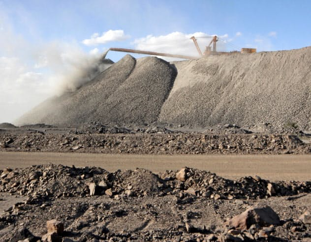 中国は国内採掘だけではレアアースの需要増をまかなえない=ロイター