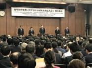 声明文を読み上げるJFの高岡会長(中)と各団体の代表者(21日、東京・千代田)