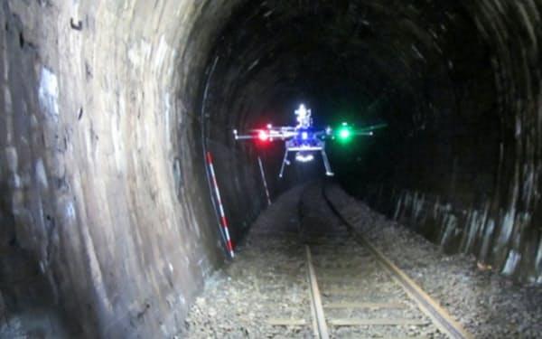 ドローンがトンネル内を位置確認しながら自動飛行した(北海道増毛町)