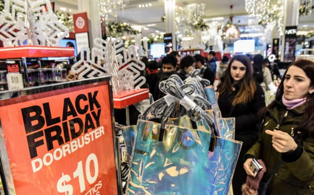 メーシーズの今年の感謝祭商戦は苦戦が予想される。写真は昨年の感謝祭セールのニューヨーク旗艦店=ロイター