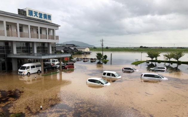 水没した順天堂病院の駐車場(8月28日、佐賀県大町町)