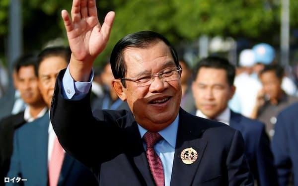 カンボジアのフン・セン氏は30年以上首相の座にある(6月、プノンペン)=ロイター