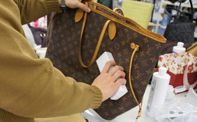 ラクサス・テクノロジーズ(広島市)による高級ブランドバッグの使い放題サブスク「Laxus(ラクサス)」ではバッグ1つ1つに電子タグを組み込んで管理する