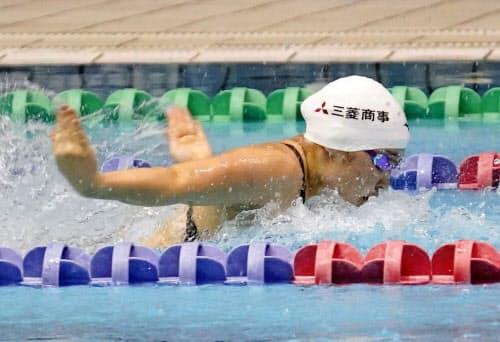 女子50メートルバタフライ(視覚障害)で30秒93のアジア新をマークした辻内彩野(23日、千葉県国際総合水泳場)=共同