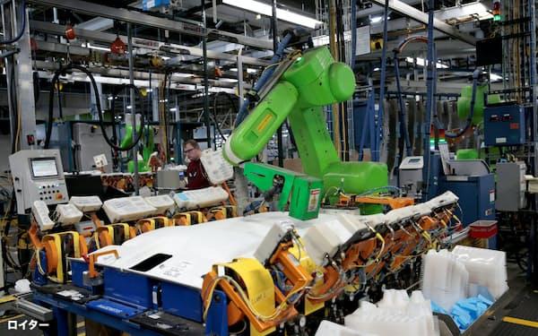 自動化が進む職場で労働者は競争力を保つために新たな価値を創造しているという調査結果もある=ロイター