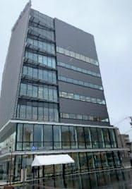 完成した富山銀の新本店(富山県高岡市)
