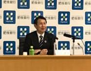 日本経営品質賞の受賞を発表する肥後銀行の笠原頭取(25日、熊本市)