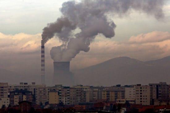 石炭発電は二酸化炭素を多く排出する=ロイター