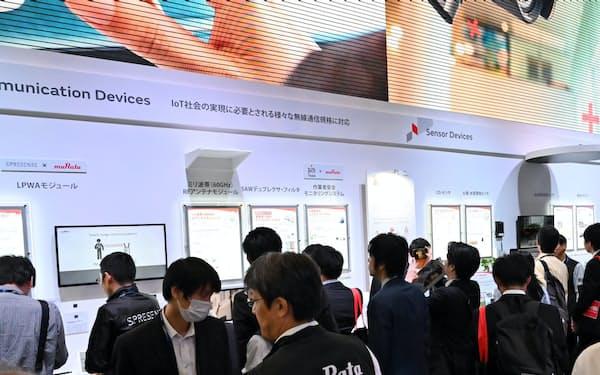 CEATECに5G関連部品などを展示した村田製作所のブースには多くの人が集まった