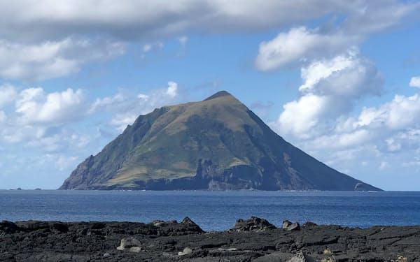 八丈小島は平地が少ない(11月10日、東京都八丈町)