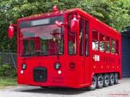高速バス大手のWILLER(ウィラー)が豊島区から受託し路線運行を始めるIKEBUS(イケバス)は、鮮やかな赤のボディーカラーが目を引く