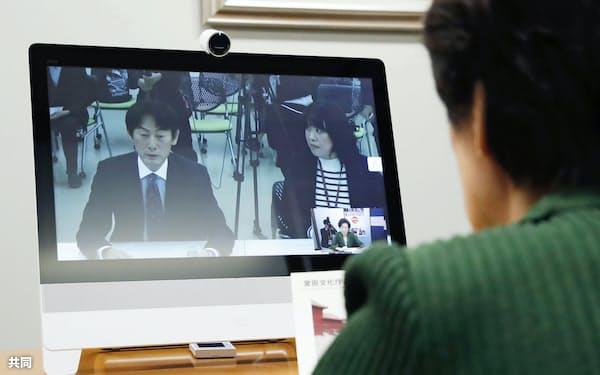 文化庁の京都移転に向けた模擬実験で行われたテレビ会議の様子(26日、参院議員会館)=共同