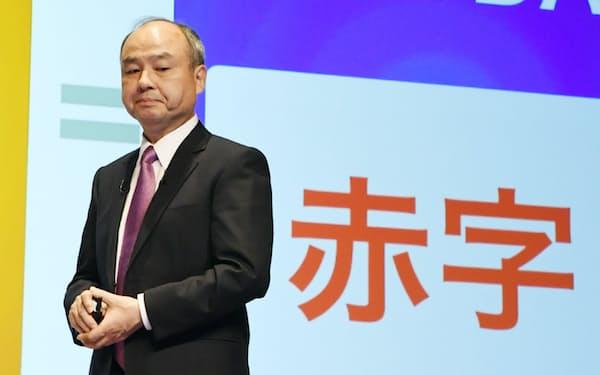 決算発表するソフトバンクグループの孫正義会長兼社長(6日、東京都中央区)