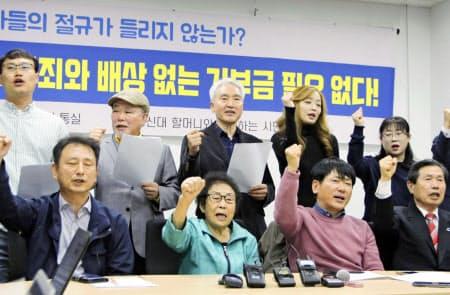 6日、韓国・光州で元徴用工らの訴訟を巡る韓国国会議長の提案に反対する原告と市民団体=共同