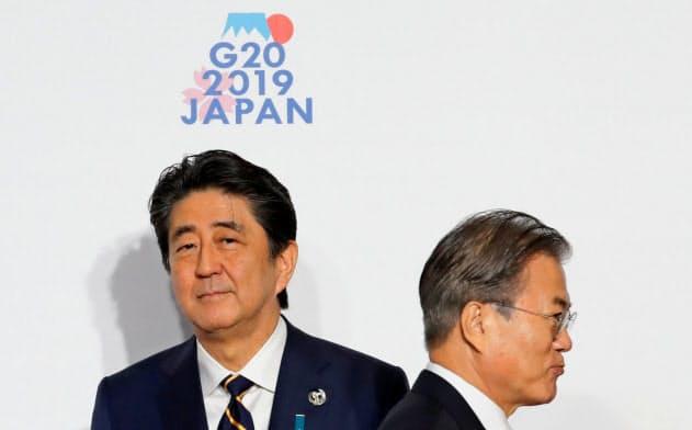 G20大阪サミットで安倍晋三首相は文在寅大統領との首脳会談を見送った(19年6月)=ロイター