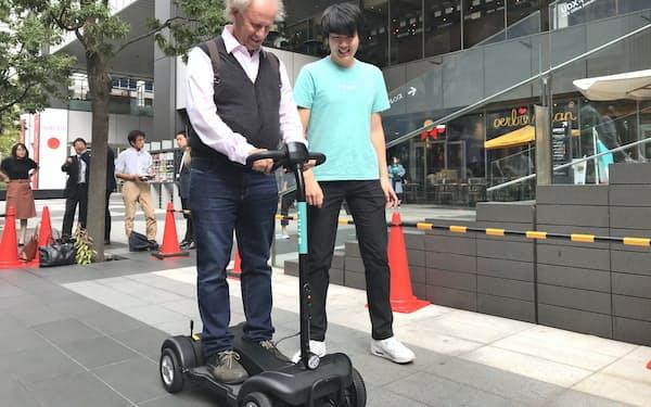 Luupは10月、高齢者用の電動キックスケーターの実証実験を秋葉原で行った