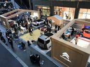 ショッピングセンターに7台の車両を展示した