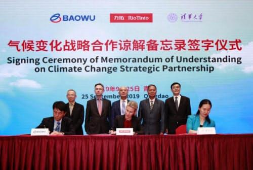 中国・宝武鋼鉄集団、清華大学との署名式