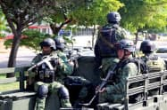 麻薬カルテル対策でパトロールするメキシコ軍(メキシコ北部シナロア州)=ロイター