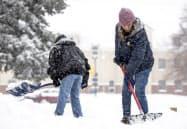 感謝祭を控える米国各地を大雪や暴風が襲われた(26日、米西部コロラド州)=AP