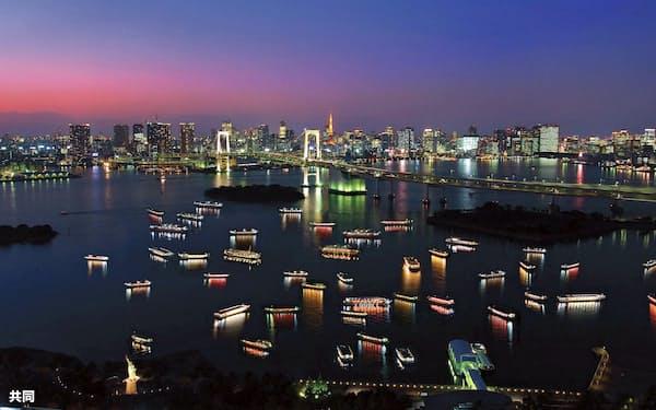 東京・お台場付近で停泊する屋形船(屋形船東京都協同組合提供)=共同