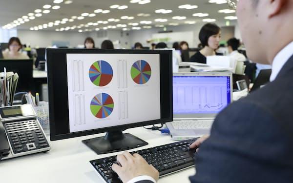 幅広いデータを集めて倒産の確率をはじき、保証料率を決める(東京都港区のイー・ギャランティ本社)