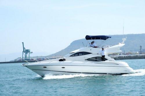高級クルーズ船で優雅な島旅を提供する