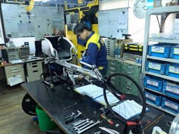 職人らが1台1台、時間をかけて製造する