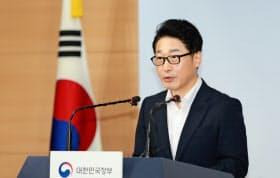 日本との交渉担当者である韓国の李浩鉉貿易政策官=産業通商資源部提供