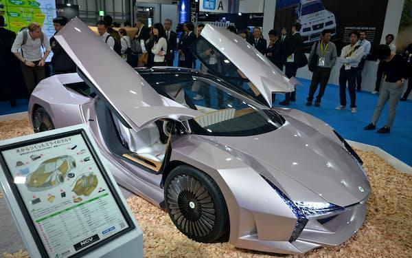 環境省などは東京モーターショーで試作車を初公開した(10月、東京・江東)