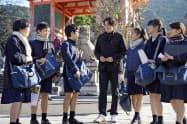小学生が清水寺で訪日観光客に案内や日本文化の紹介をした。