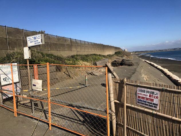 台風19号の高波で菱沼海岸のサイクリングロードが崩壊した(神奈川県茅ケ崎市、11月中旬)