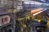 半製品を薄く加工する「熱延工場」も一部で強風の被害を受けたという(君津製鉄所)