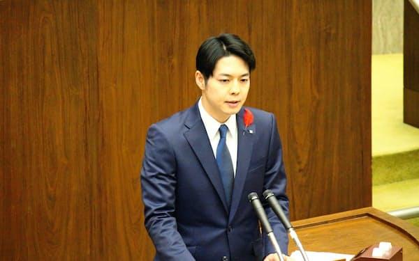 北海道の鈴木直道知事は道議会でIR誘致見送りを表明した(29日、北海道議会)