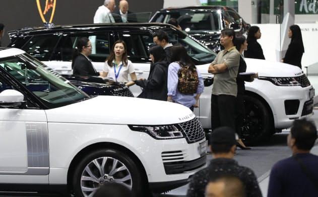 バンコクで開かれた自動車の展示会(28日)=石井理恵撮影