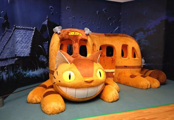 「トトロ」のネコバスも登場。実際に中に入って座れる(盛岡市)