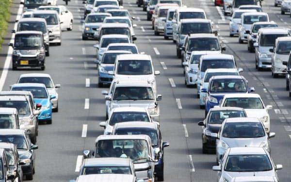 スマホを使用するながら運転の罰則が強化される