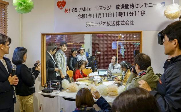 狛江ラジオ放送が運営するコミュニティーFM局「コマラジ」は11月に開局した(東京都狛江市)
