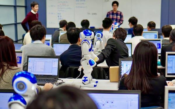 ヒト型ロボットを使ったプログラミング研修サービスなどを実施