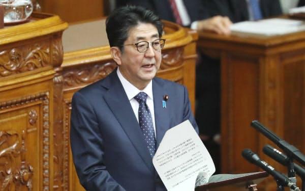 参院本会議で答弁する安倍首相(2日)