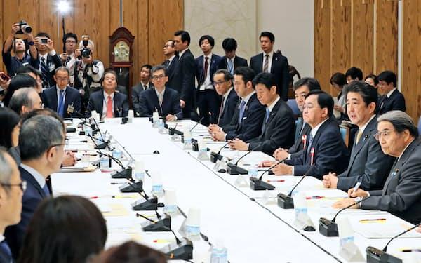 首相官邸で開かれた規制改革推進会議の初会合(10月31日、首相官邸)