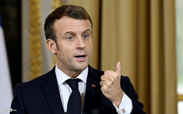 マクロン仏大統領は22年に失業率7%の目標を掲げる=ロイター